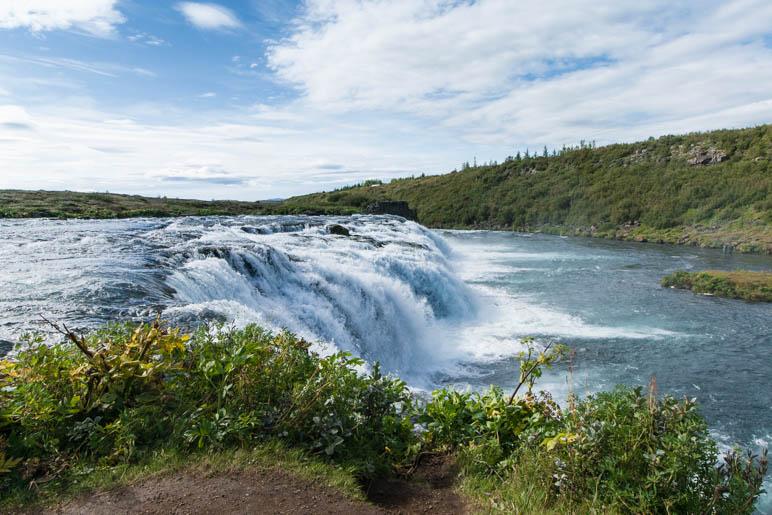 Direkt an der Fallkante des Wasserfalls