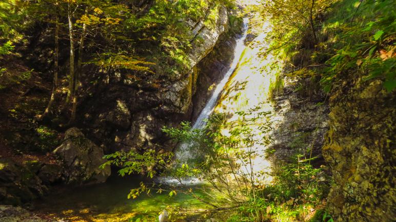 Am Lochner Wasserfall kann man gut eine Foto-Pause einlegen