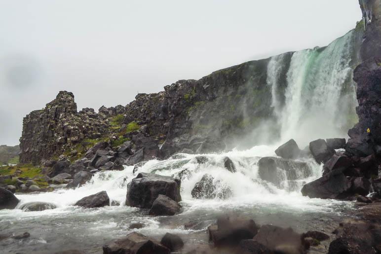 Der Öxarárfoss, der Axt-Wasserfall, im Þingvellir Nationalpark