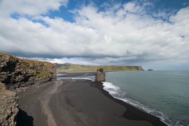 Der schwarze Strand von Reynisfjara, ebenso schön wie gefährlich