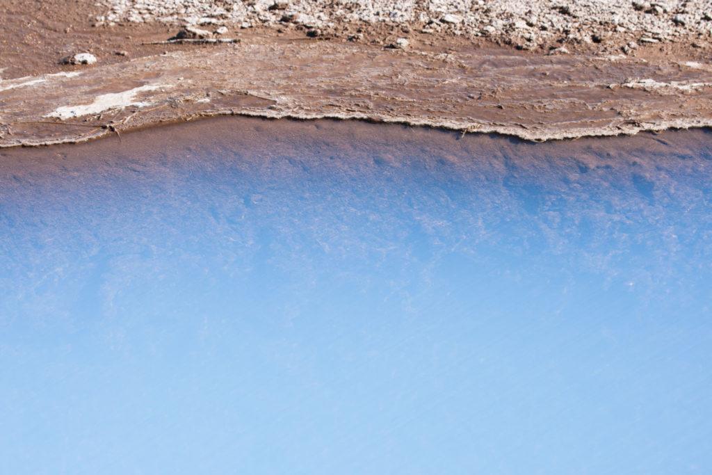 Das milchig-weiße Wasser des kleinen Sees