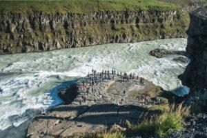 Noch einmal ein Blick hinab auf die Wasserfälle und die Touristen