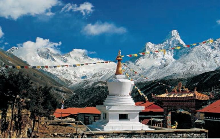 Das Kloster Tengboche und der Mount Everest - Foto: Dieter Höss