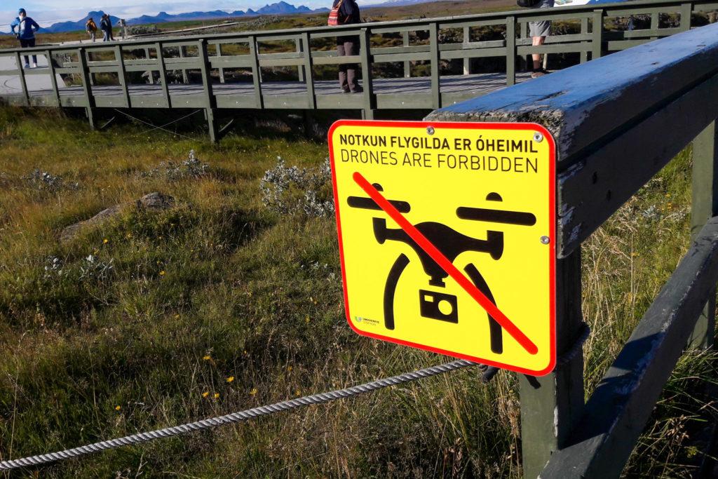 Solche Drones forbidden Schilder haben wir an vielen Touristenattraktionen gesehen
