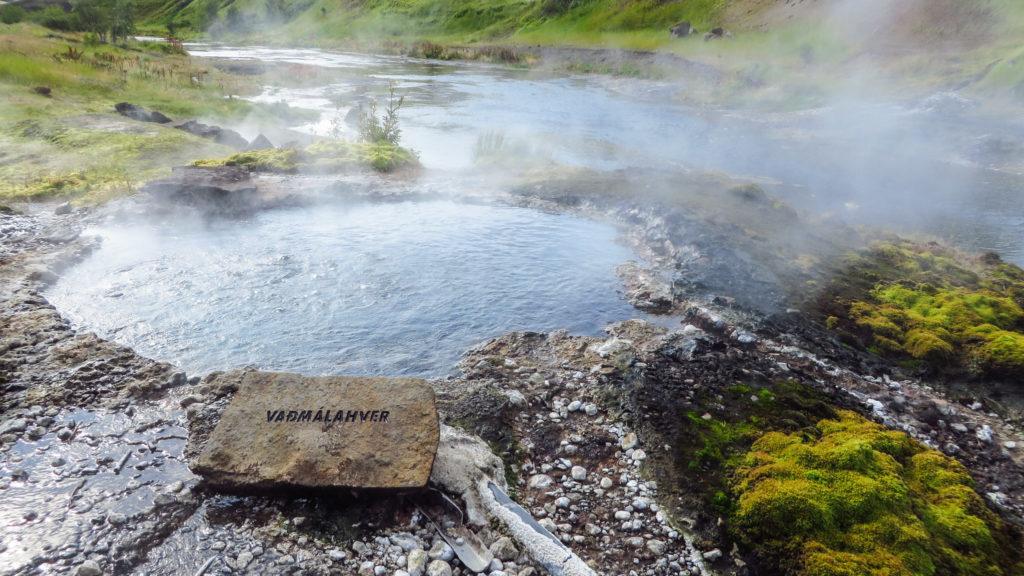 Derr Vadmalahver, auch ein heißer Teich, aber ruhiger als der kleine Geysir