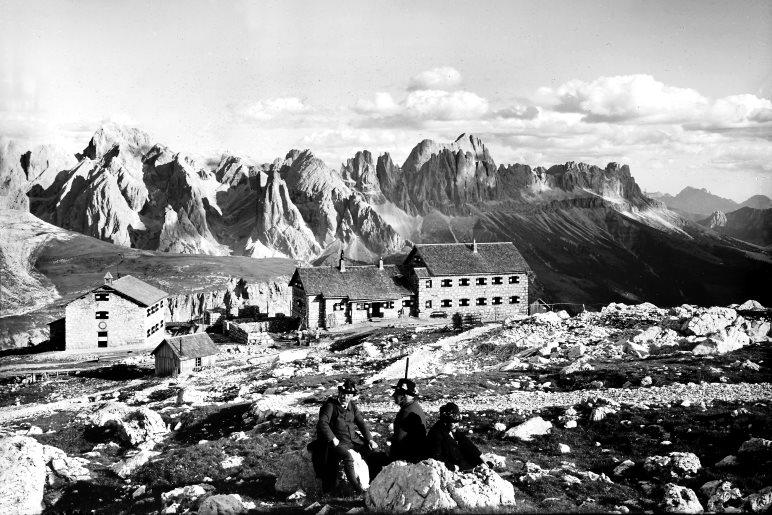 Die Schlernhäuser der Sektion Bozen im Jahr 1897 - Foto: Archiv DAV