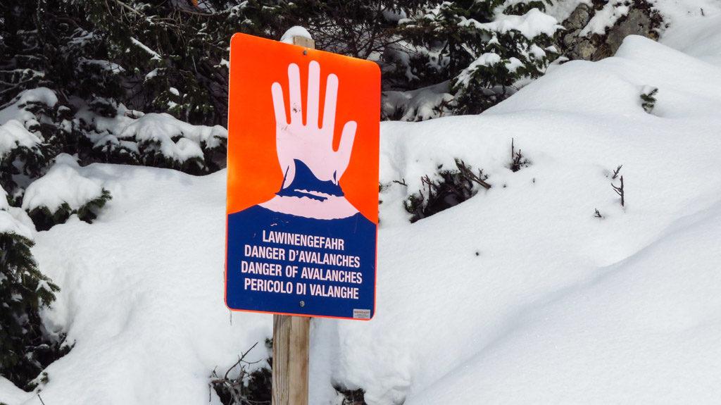 Warnung vor Lawinengefahr -hier auf dem Weg zum Rotwandhaus
