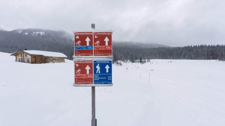 Der Beginn des Winterwanderwegs