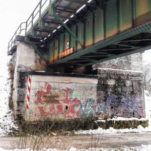 Die Eisenbahnbrücke bei Ottenhofen