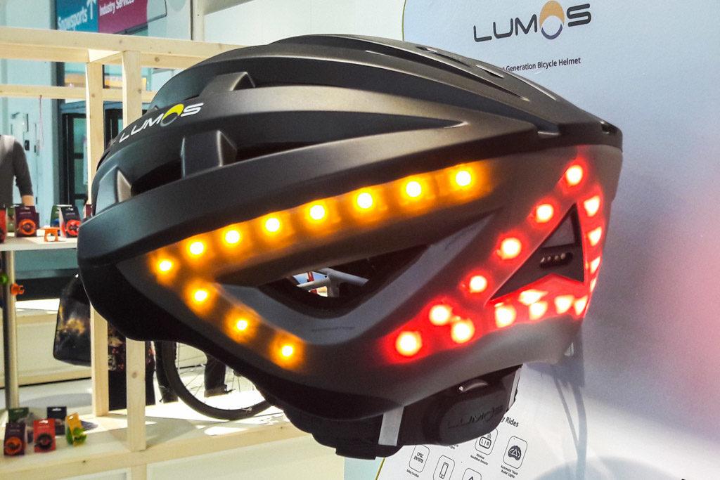 Der Lumos-Fahrradhelm, mit 48 LED für mehr Sicherheit