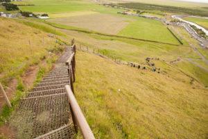 Die leicht wackelige Treppe zur oberen Plattform