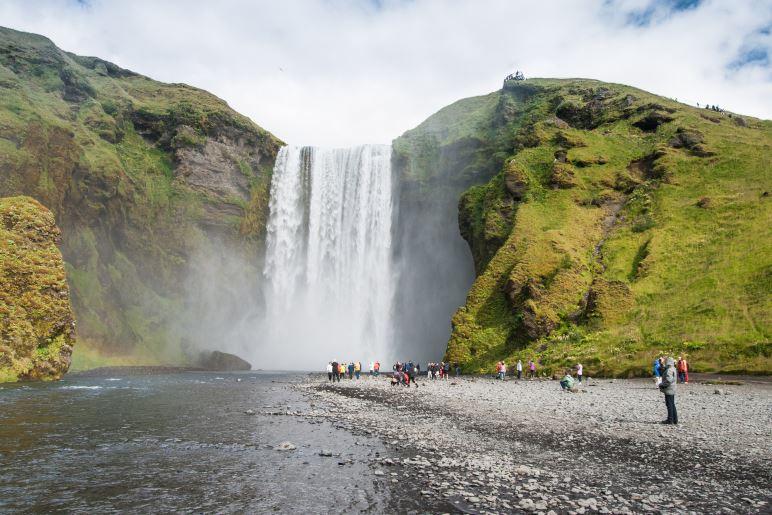 Der Skógafoss im Süden von Island