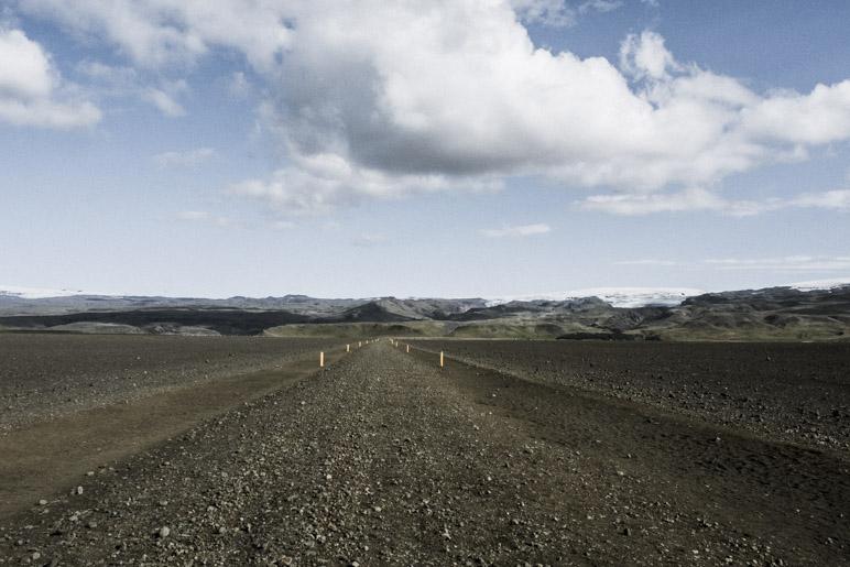 Der Blick zurück lohnt sich: Die Berge mit dem Mýrdalsjökull