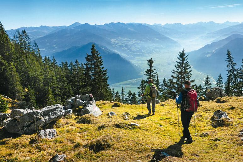 Blick vom Achselkopf ins Tiroler Wipptal  - Foto: Hubert Gogl