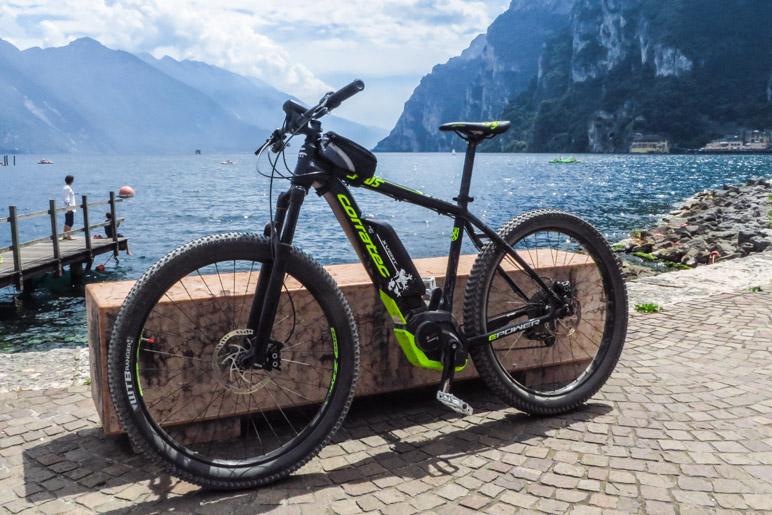 Eines der E-Bikes, die ich mir ausgeliehen habe