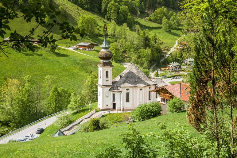 Kurz vor Ende der Wanderung zeigt sich die Kirche Maria Gern noch einmal