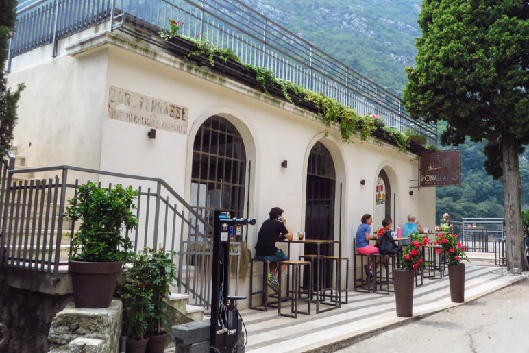 Das Ponale Alto Belvedere, Treffpunkt für Wanderer und Mountainbiker