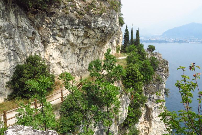 Die Ponalestraße zwischen dem Ledrotal und Riva del Garda