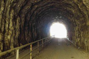 In einem der Ponale-Tunnel