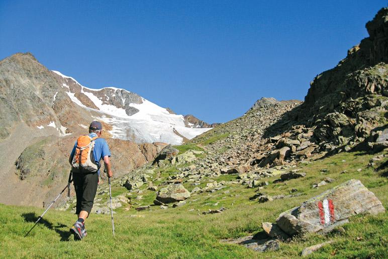 Aufstieg zum Wilden Mannle, mit 3019 Metern Höhe dem höchsten Berg, der im Buch erwandert wird - Foto: Hubert Gogl