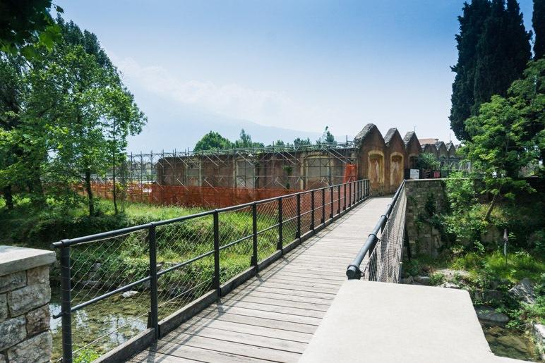 Die Brücke zwischen dem alten und neuen Ortsteil von Campione