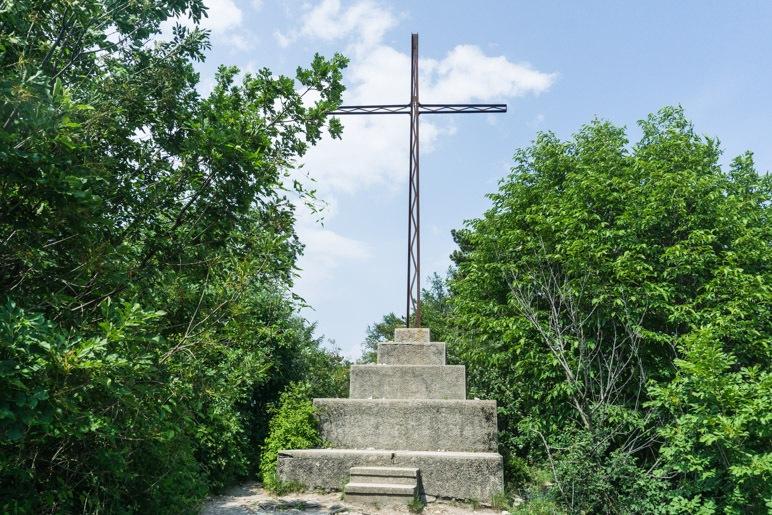 Das Gipfelkreuz des Monte Cas