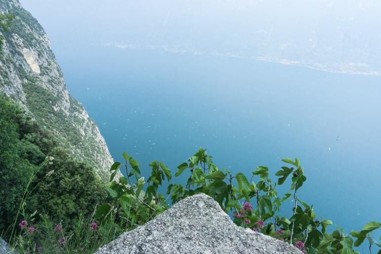 Natürlich hat man vom Santuario di Montecastello einen hervorragenden Blick über den Gardasee