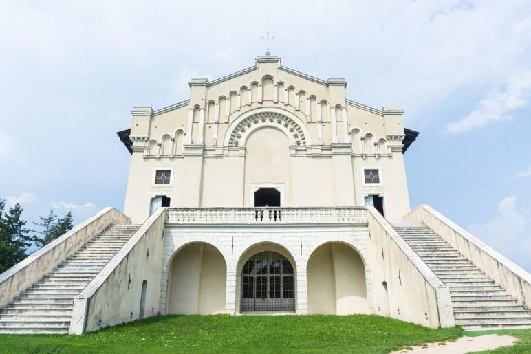 Die Kirche des Santuario di Montecastello