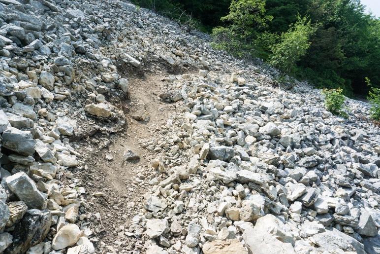 Die Querung des Schotterfelds ist recht einfach, wenn der Weg so ausgetreten ist wie hier