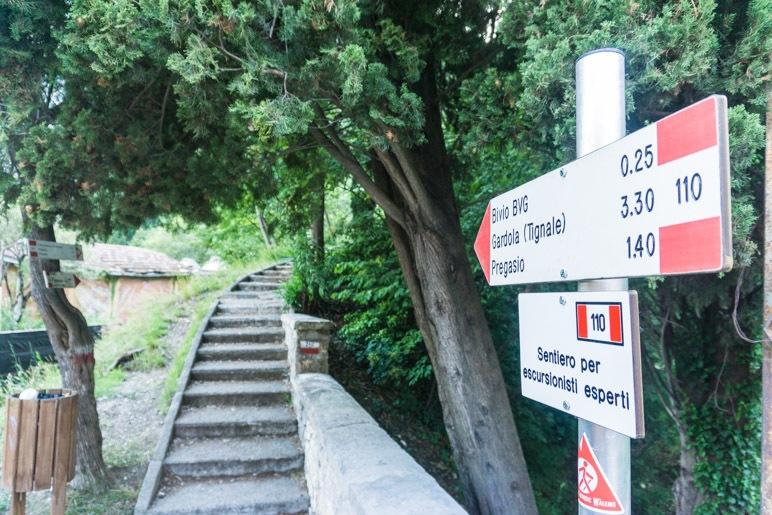 Der Beginn des Wanderweges zum Santuario di Montecastello