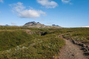 Die bleichen, vegetationslosen Berge