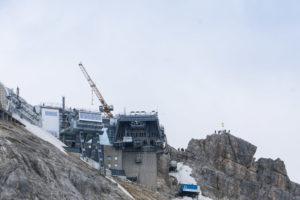 Die Aufbauten der Gipfelstation, noch eine große Baustelle