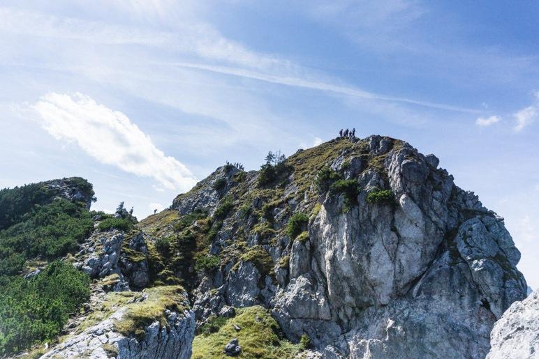 Der Gipfelbereich des Teufelsstättkopfs, der Hauptgipfel schaut hinter dem Vorgipfel hervor
