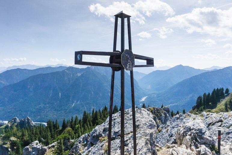 Das Gipfelkreuz des Teufelsstättkopfs