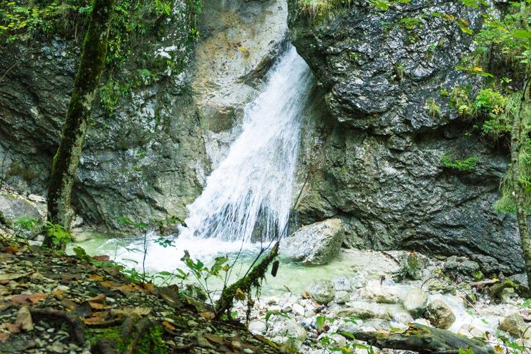 Ein Wasserfall in der Schleifmühlenklamm