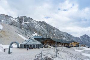 Gletscherrestaurant Sonnalpin und die Skihütten