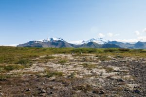 Auf dem Weg zum Gletscher, den Hvannadalshnúkur immer im Blick