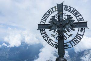 Das Kreuz der Tiroler Zugspitz-Bahn