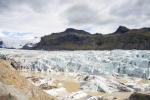 Der Svinafellsjökull und die abweisend bedrohlichen Berge