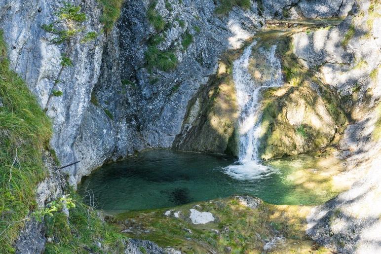 Der kleine Wasserfall und die große Gumpe