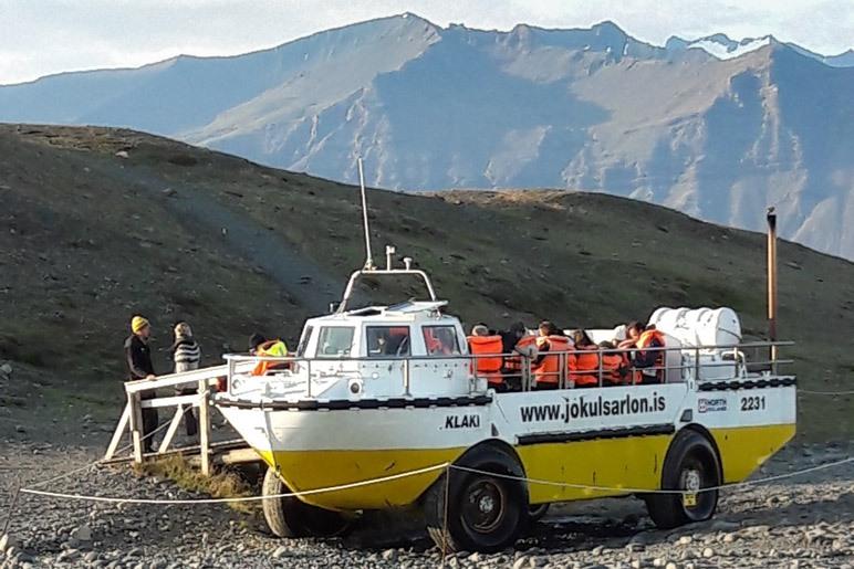 Eines der Amphibienboote, mit denen man den Jökulsárlón befahren kann