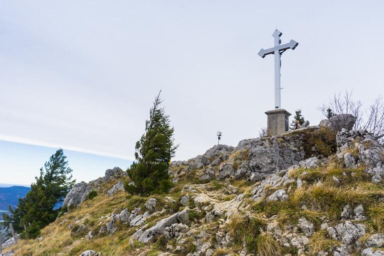 Das große Gipfelkreuz der Bodenschneid