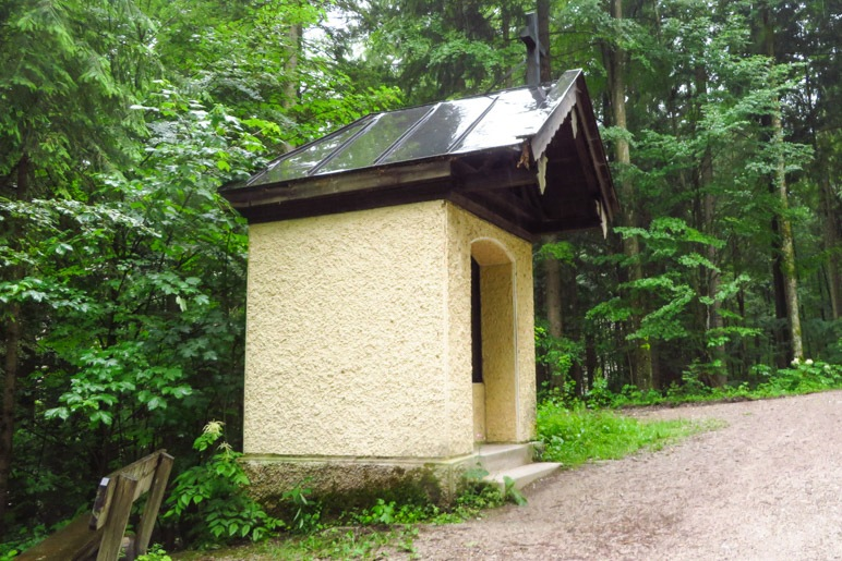 Die kleine Kapelle. Zu klein, um sie betreten zu können
