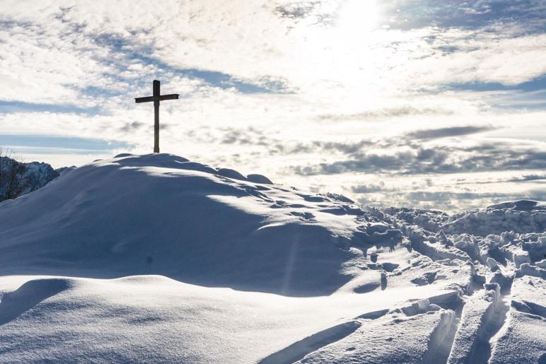 Das Gipfelkreuz der Karspitze