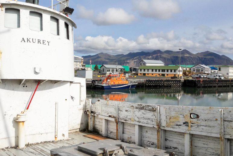 Im Hafen von Höfn auf dem alten Schiff Akurey