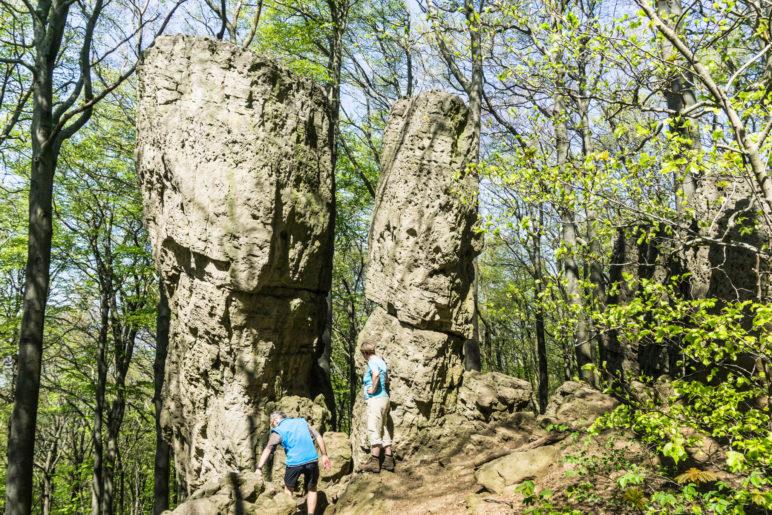 Adam und Eva: Die Felsen, nicht die Personen, die sich als Größenvergleich ins Bild geschlichen haben