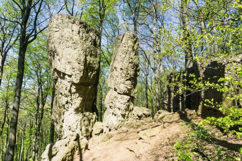 Der Ith im Weserbergland: Ein Berg voller bizarrer Felsen. Das sind Adam und Eva