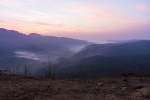 Im Tal ligen schon die Nebelschleier