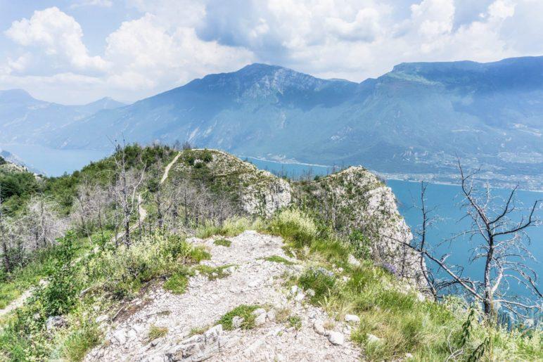 Der Blick über den Gardasee zum Monte Altissimo di Nago