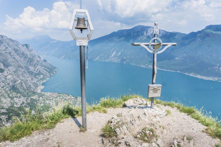 Der Gipfel des Monte Bestone auf 917 Metern Höhe